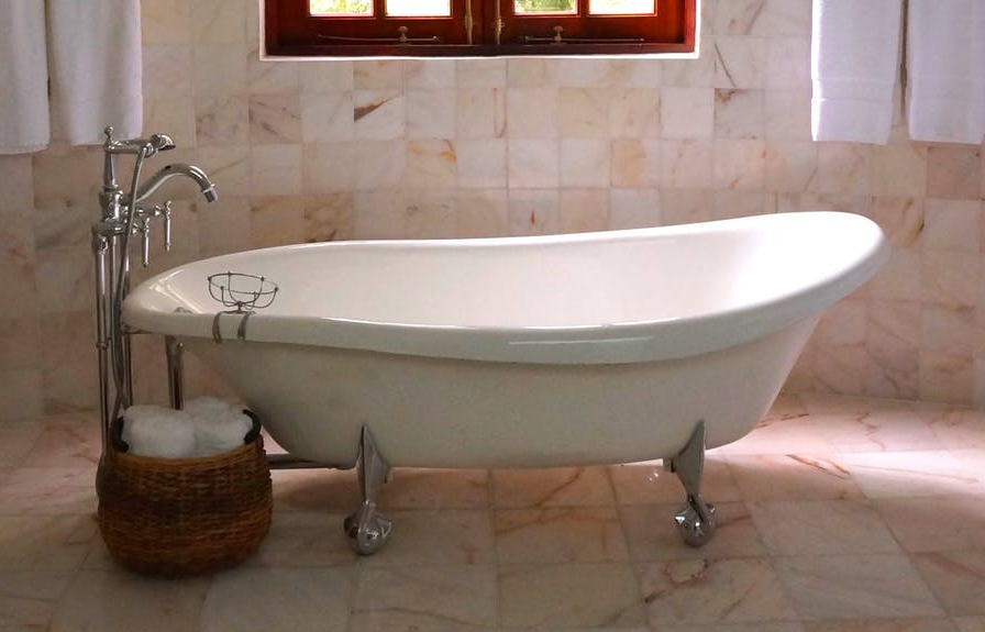 porcelain clawfoot bathtub